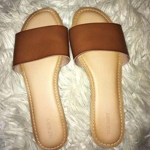 Slide on sandals ❤️
